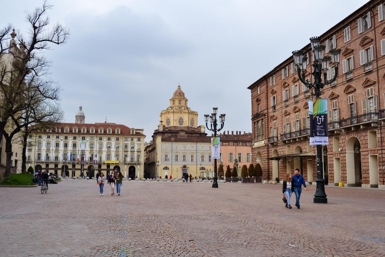 Torino Piazza Castello Laterale - In Viaggio con Monica