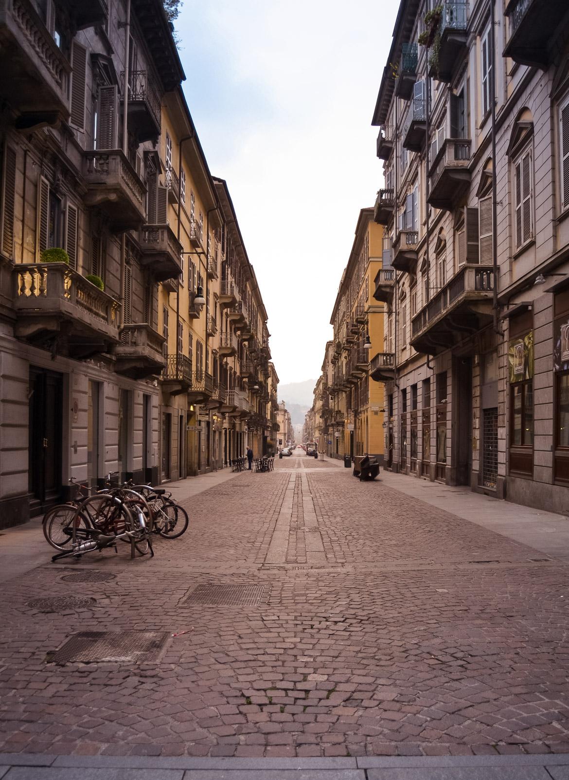 Vie di Torino all'alba - In viaggio con Monica