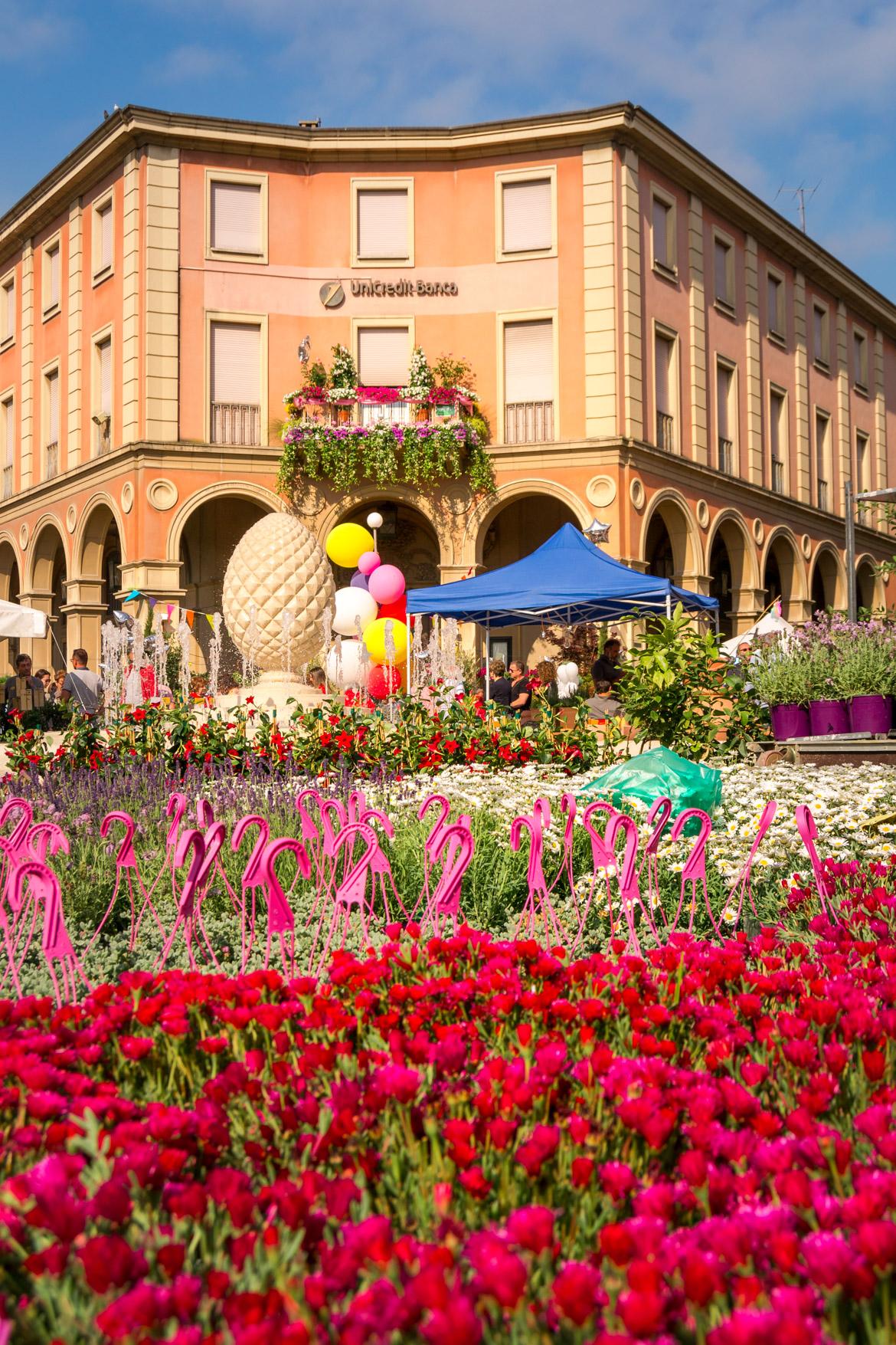Piazza Ganganelli fiori Santarcangelo di Romagna - In Viaggio Con Monica