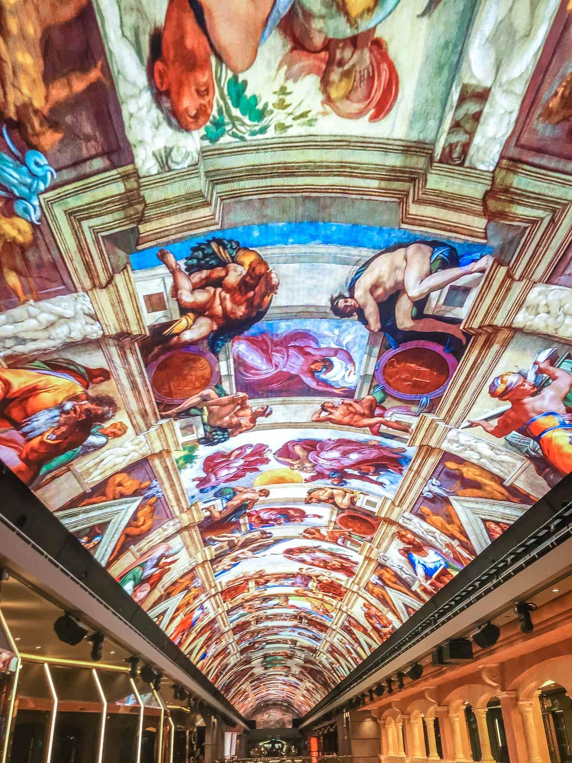MSC Meraviglia galleria led - In Viaggio Con Monica