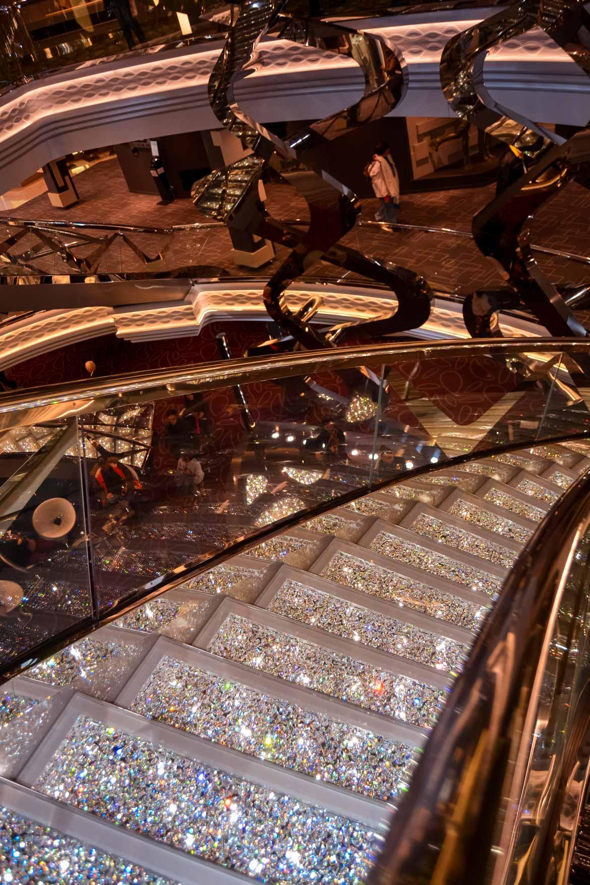 MSC Meraviglia scale cristallo - In Viaggio Con Monica