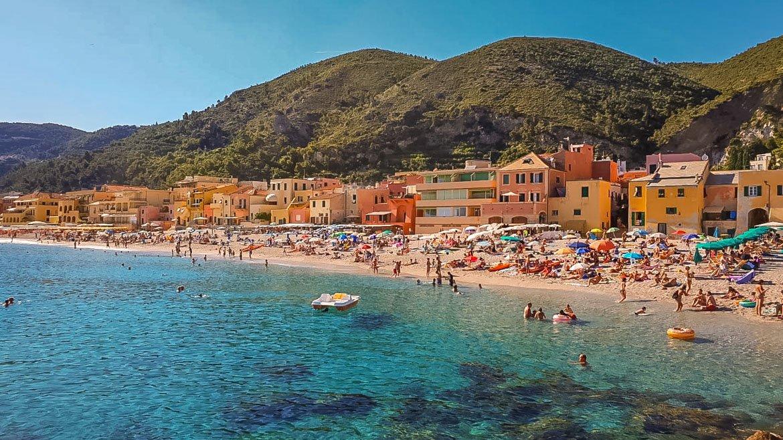 Varigotti spiaggia case - In Viaggio Con Monica