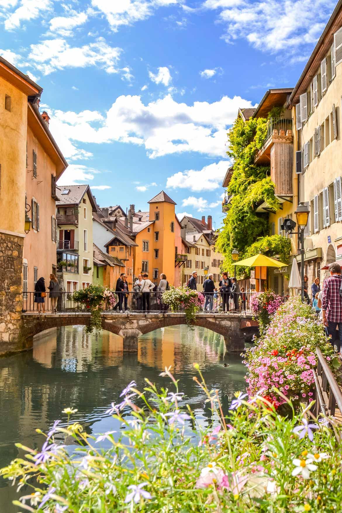 Annecy canale fiorito - In Viaggio Con Monica