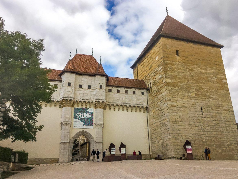 Annecy ingresso castello - In Viaggio Con Monica