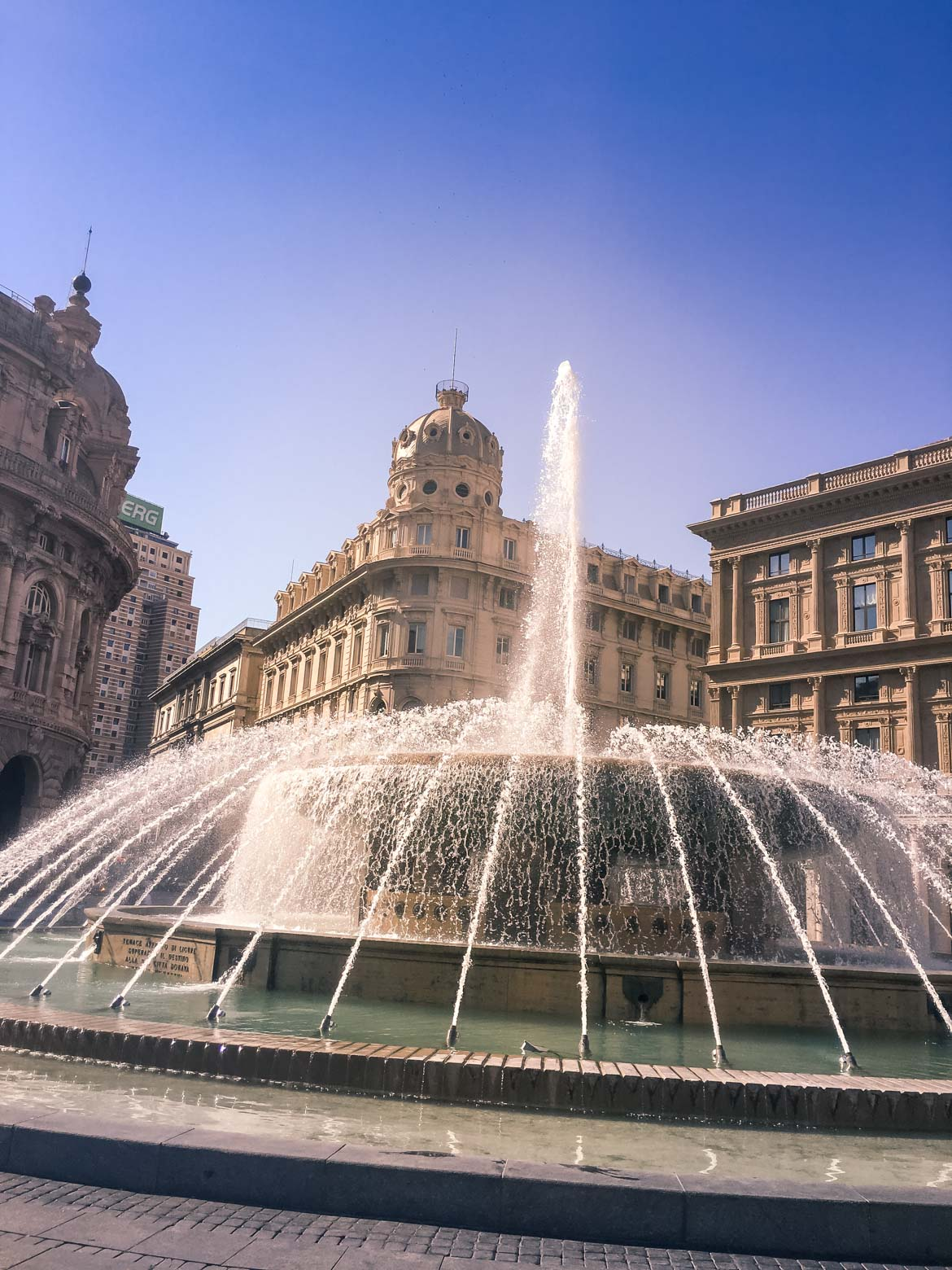 Genova Piazza De Ferrari fontana - In Viaggio Con Monica