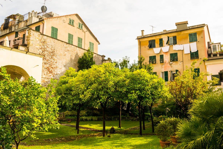 Genova Santa Maria Castello orto - In Viaggio Con Monica