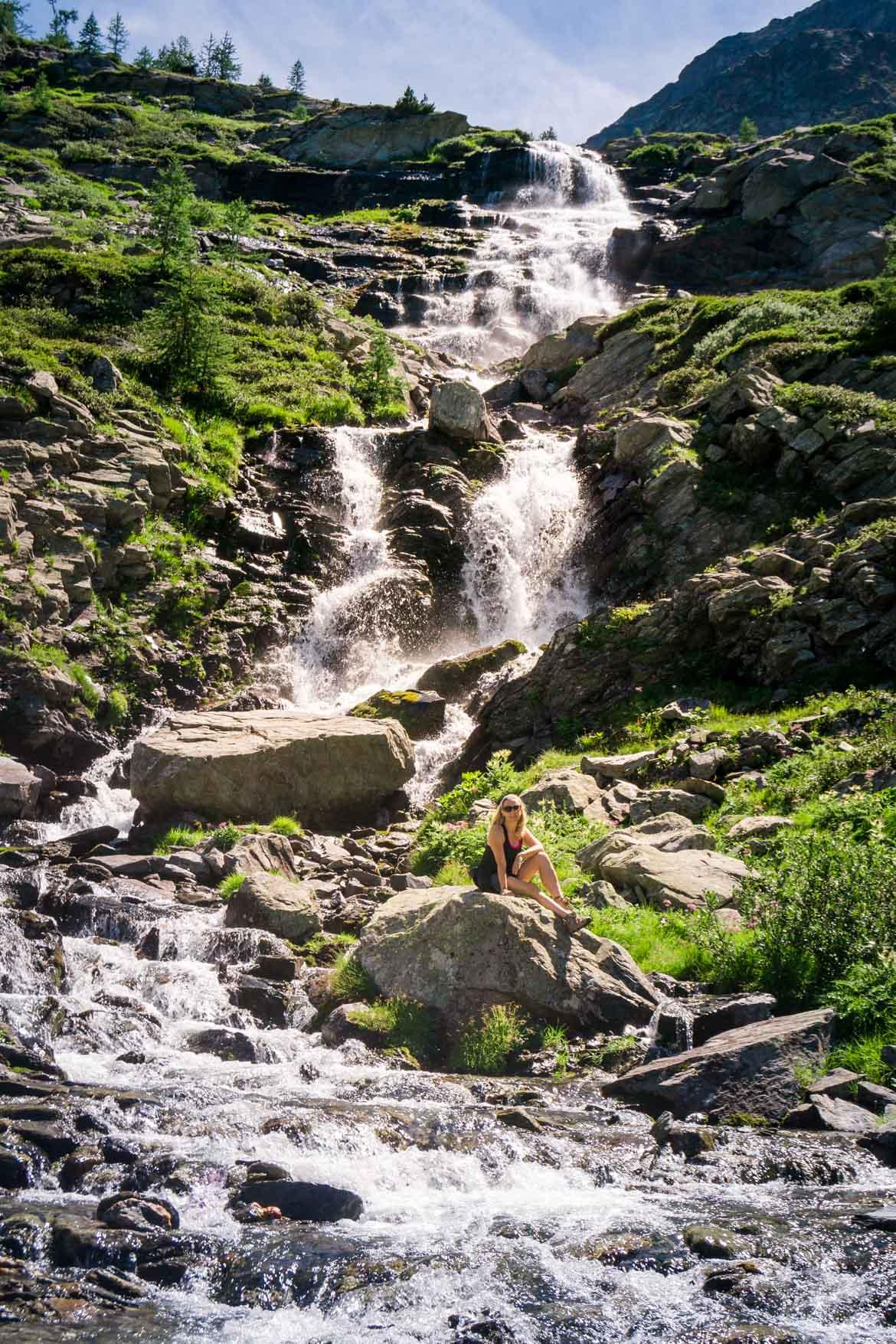 Valle Aosta Lago Arpy cascata - Monica Bruni - In Viaggio Con Monica
