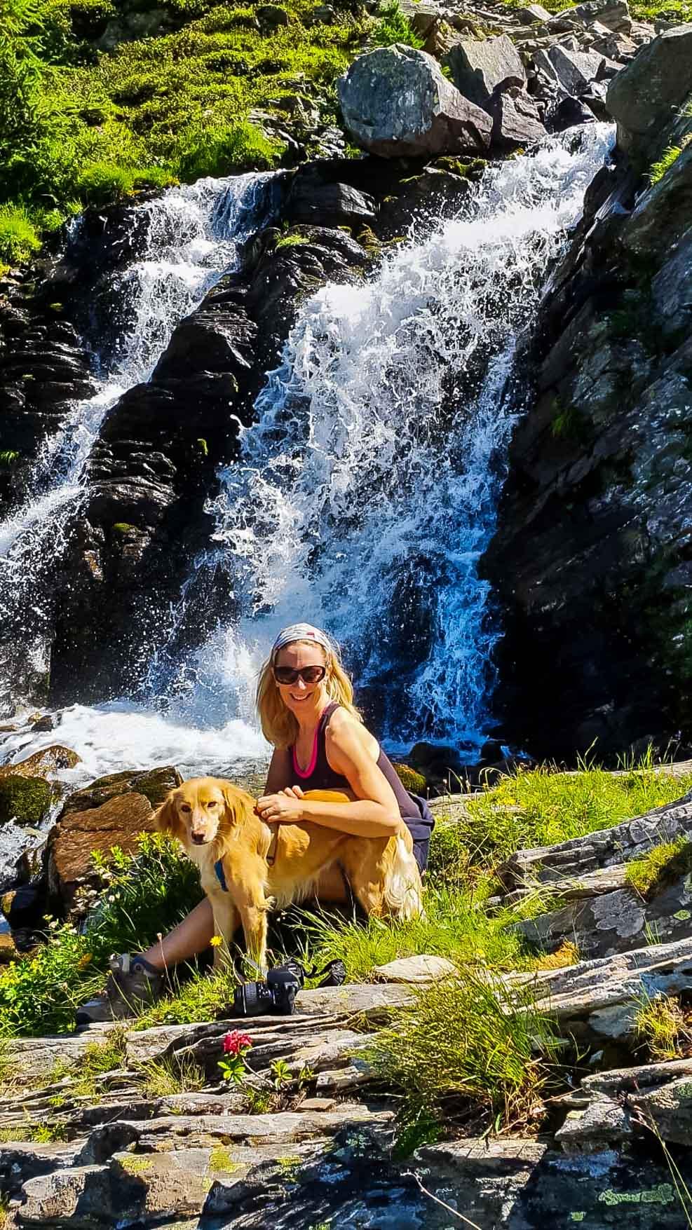 Valle Aosta Lago Arpy cascata - Monica Bruni cane - In Viaggio Con Monica