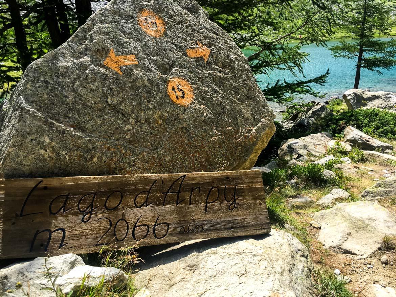 Valle Aosta Lago Arpy pietra - In Viaggio Con Monica
