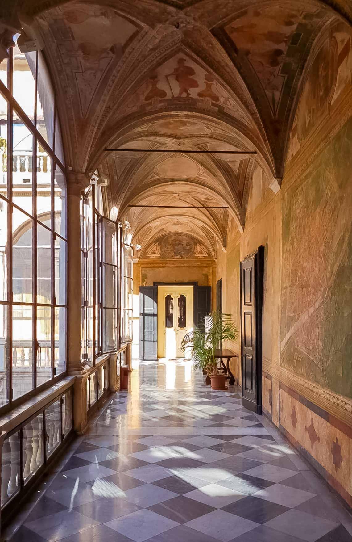 Palazzo Prefettura cortile Genova - In viaggio con Monica