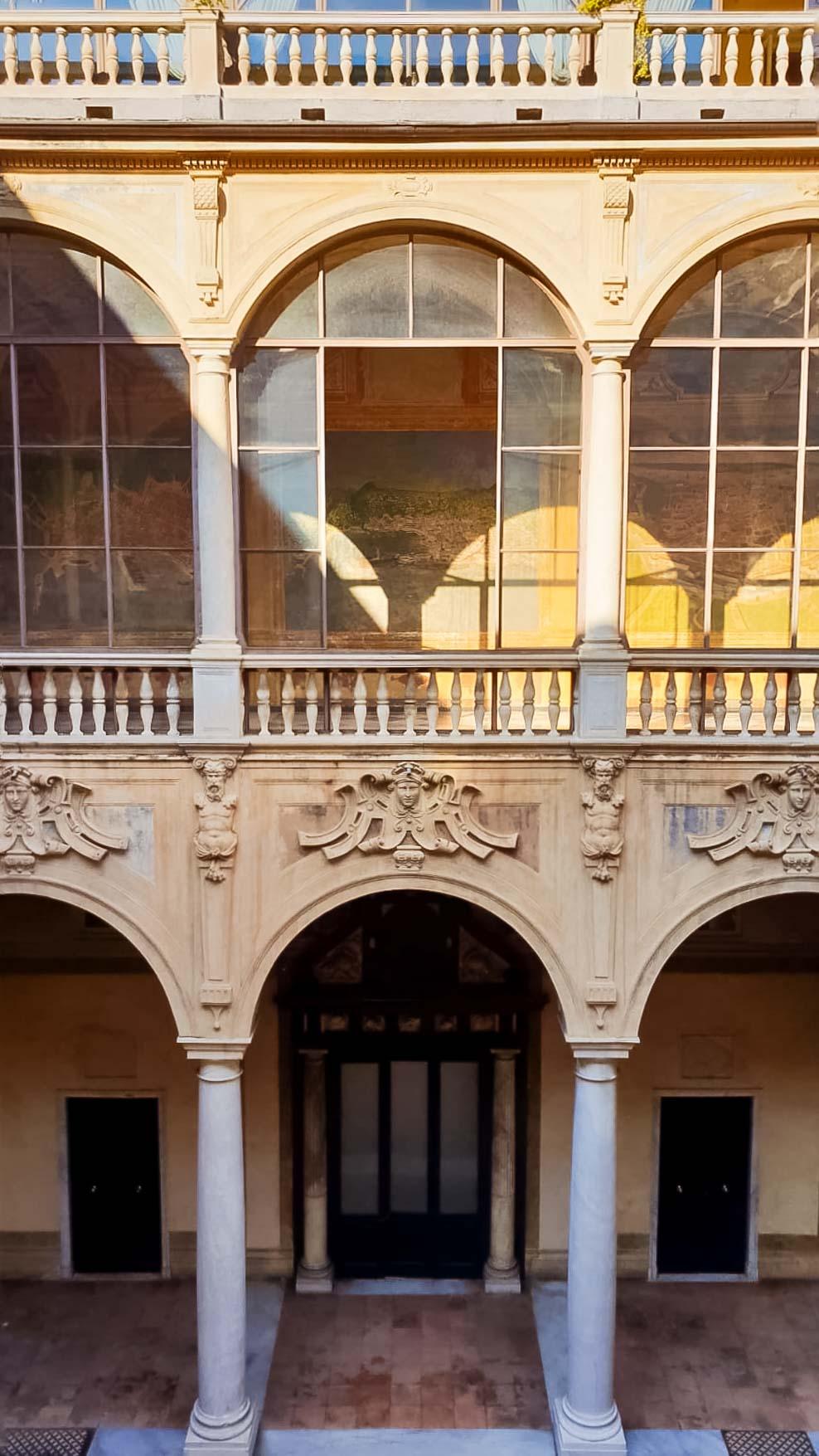 Palazzo Prefettura Genova - In viaggio con Monica