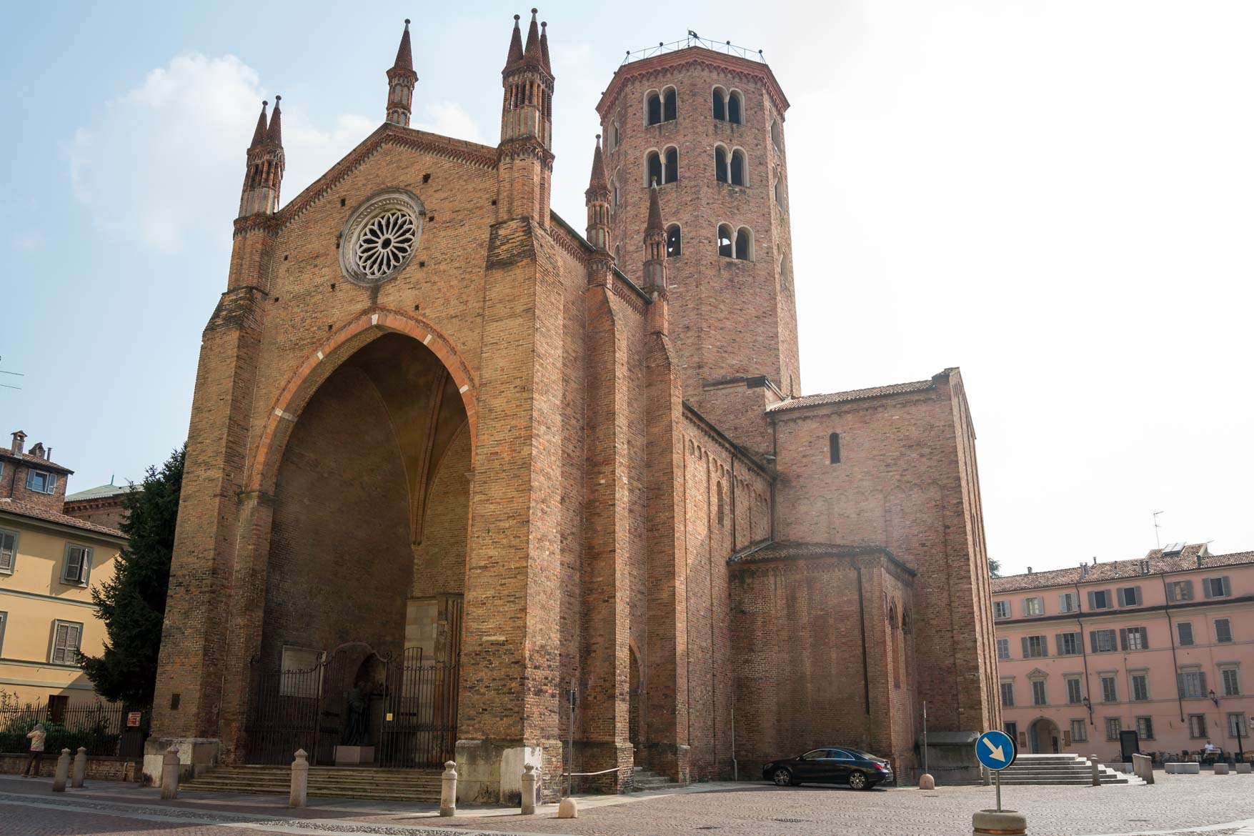 Piacenza basilica sant antonino facciata - In viaggio con Monica