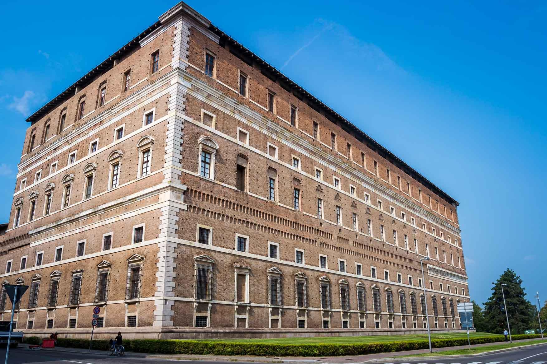Piacenza Palazzo Farnese - In viaggio con Monica