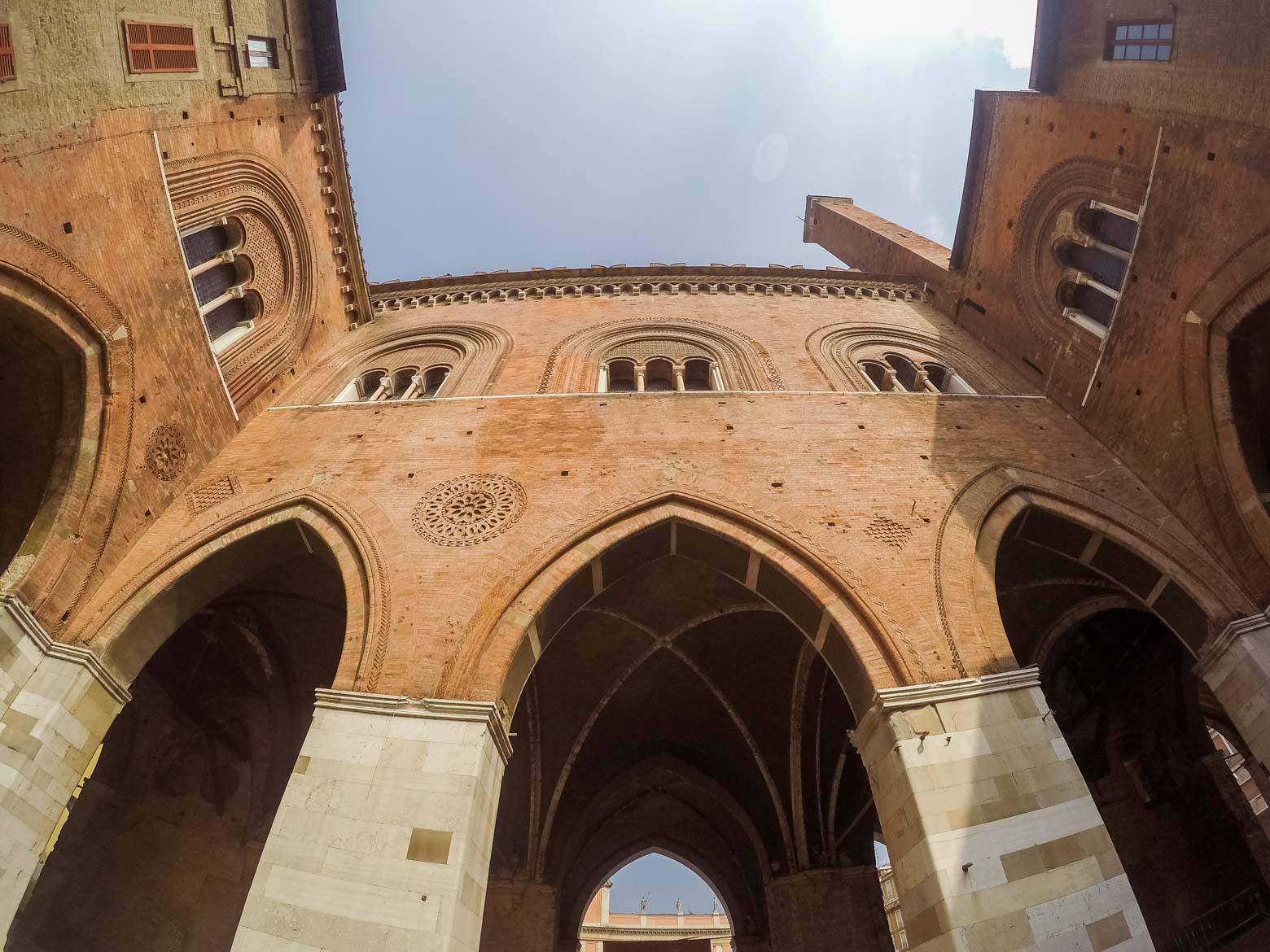 Piacenza Palazzo Gotico interno - In viaggio con Monica