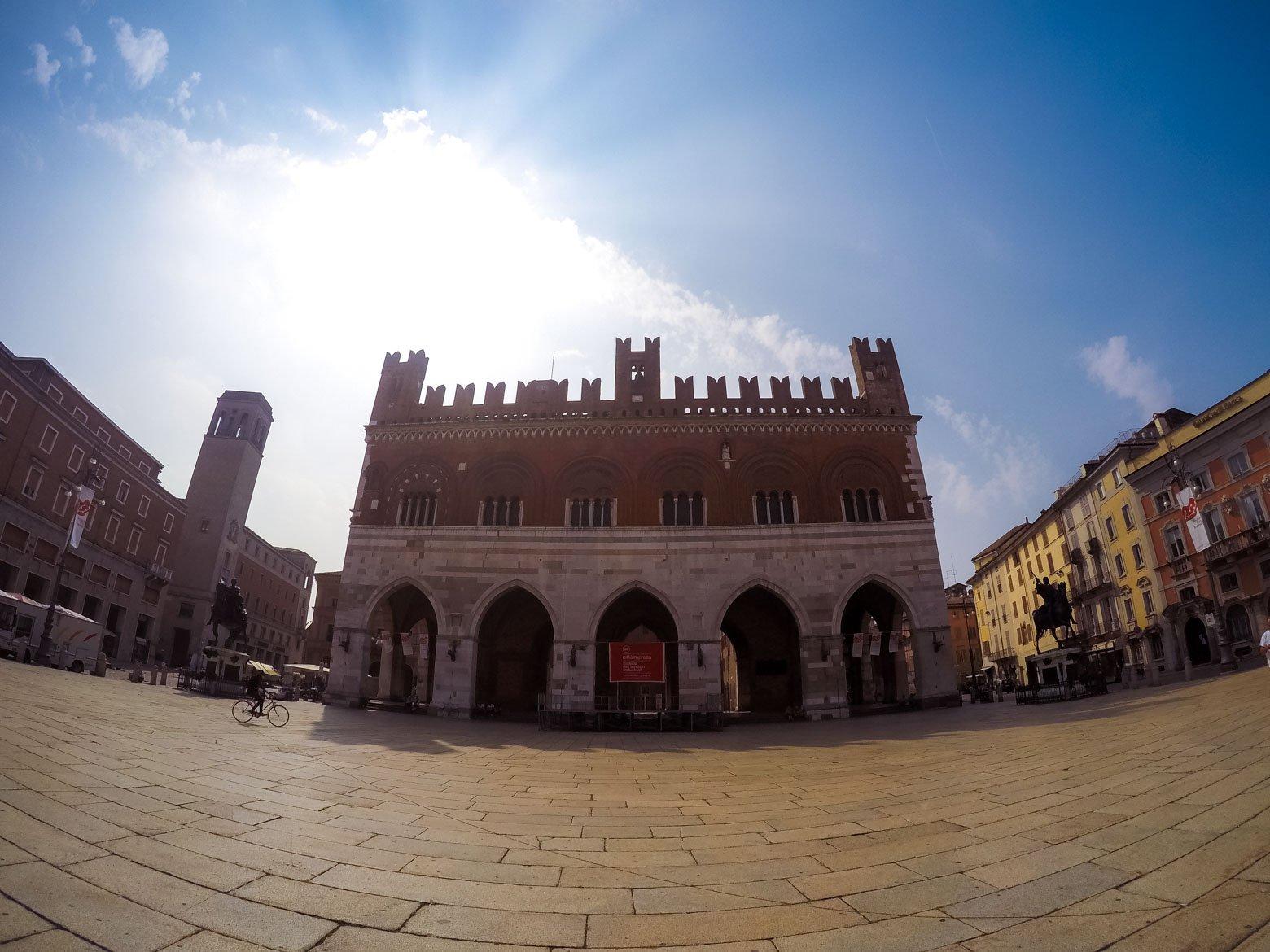 Piacenza Palazzo Gotico panoramica - In viaggio con Monica