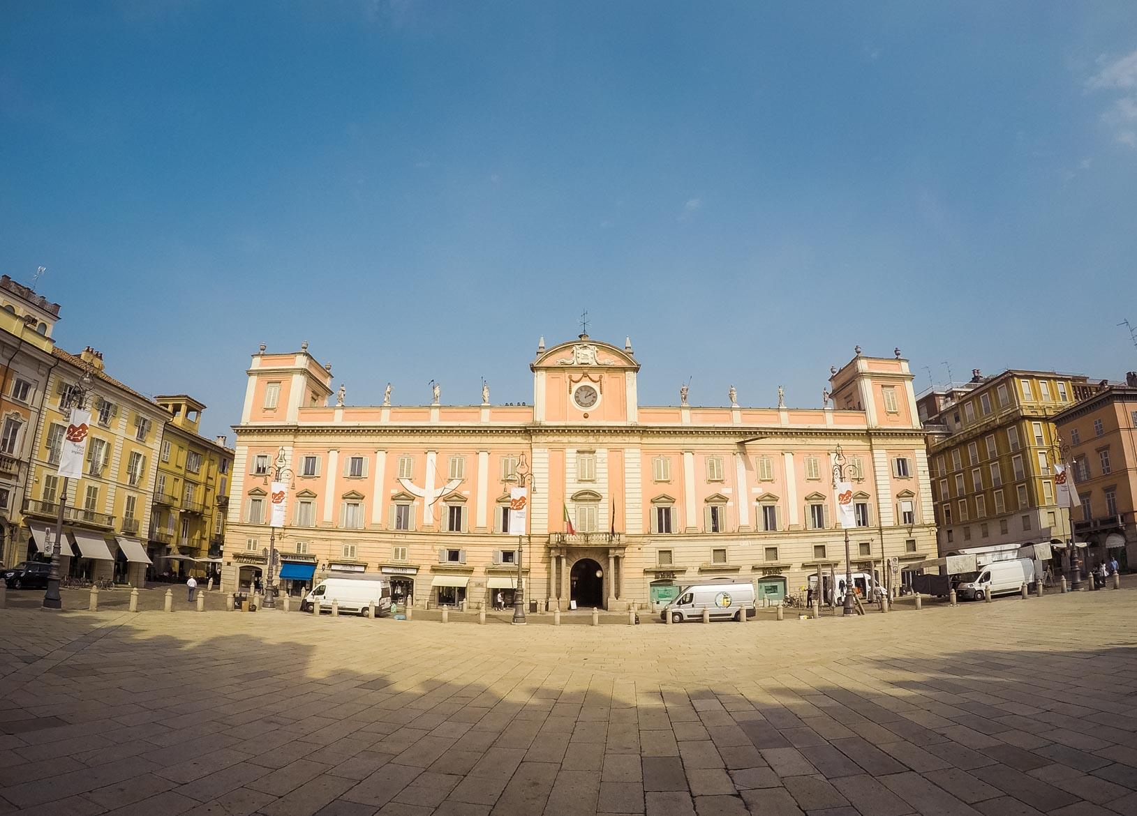 Piacenza Palazzo Governatore - In viaggio con Monica