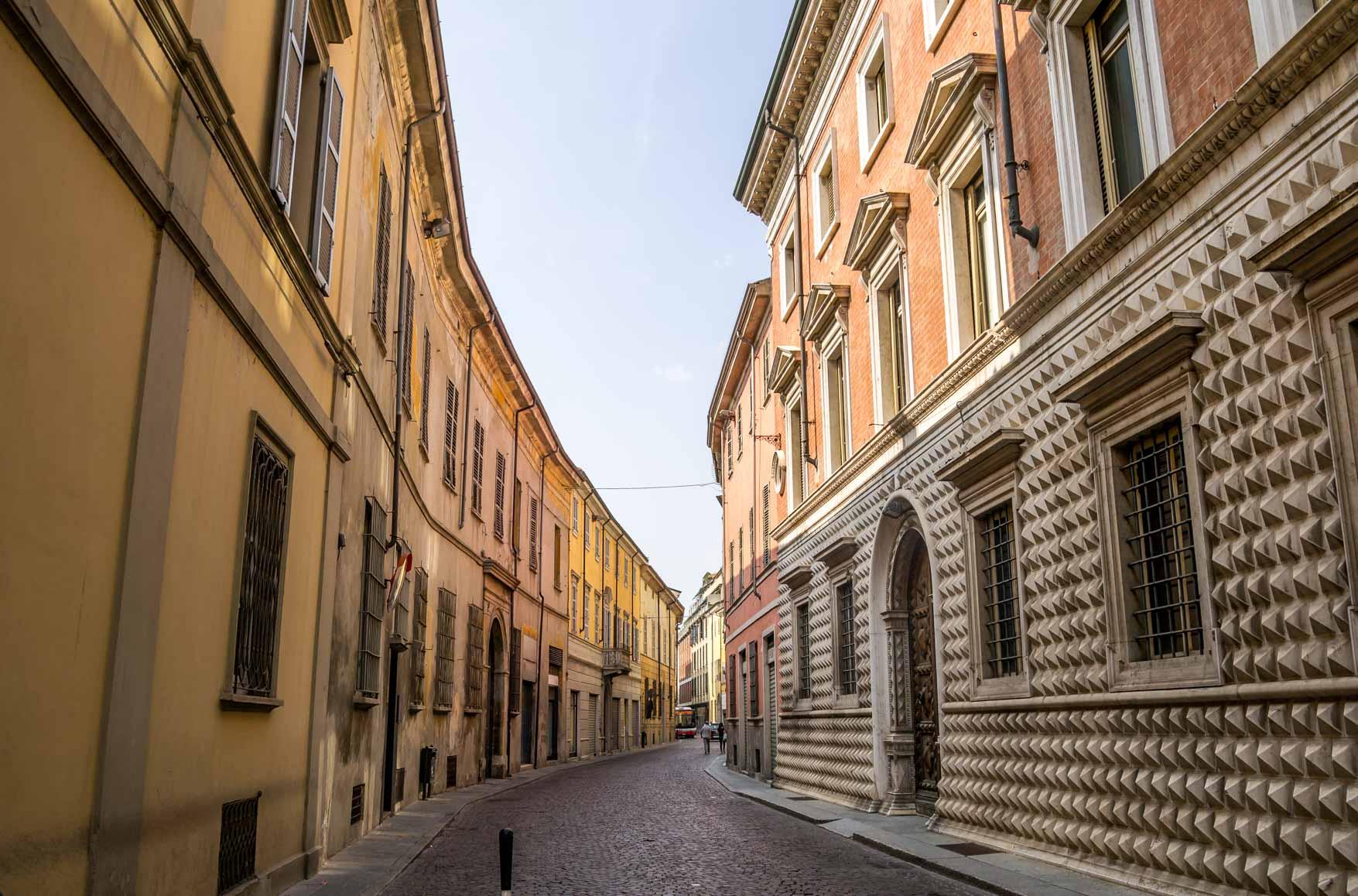 Piacenza Via Verdi - In viaggio con Monica