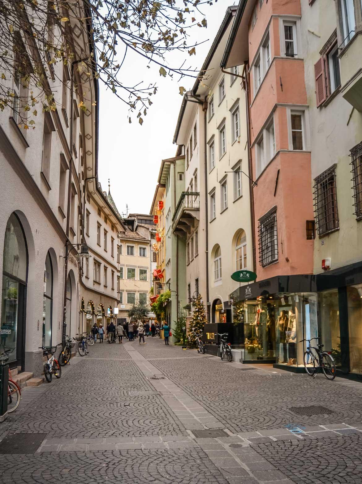 Bolzano via negozi - In viaggio con Monica