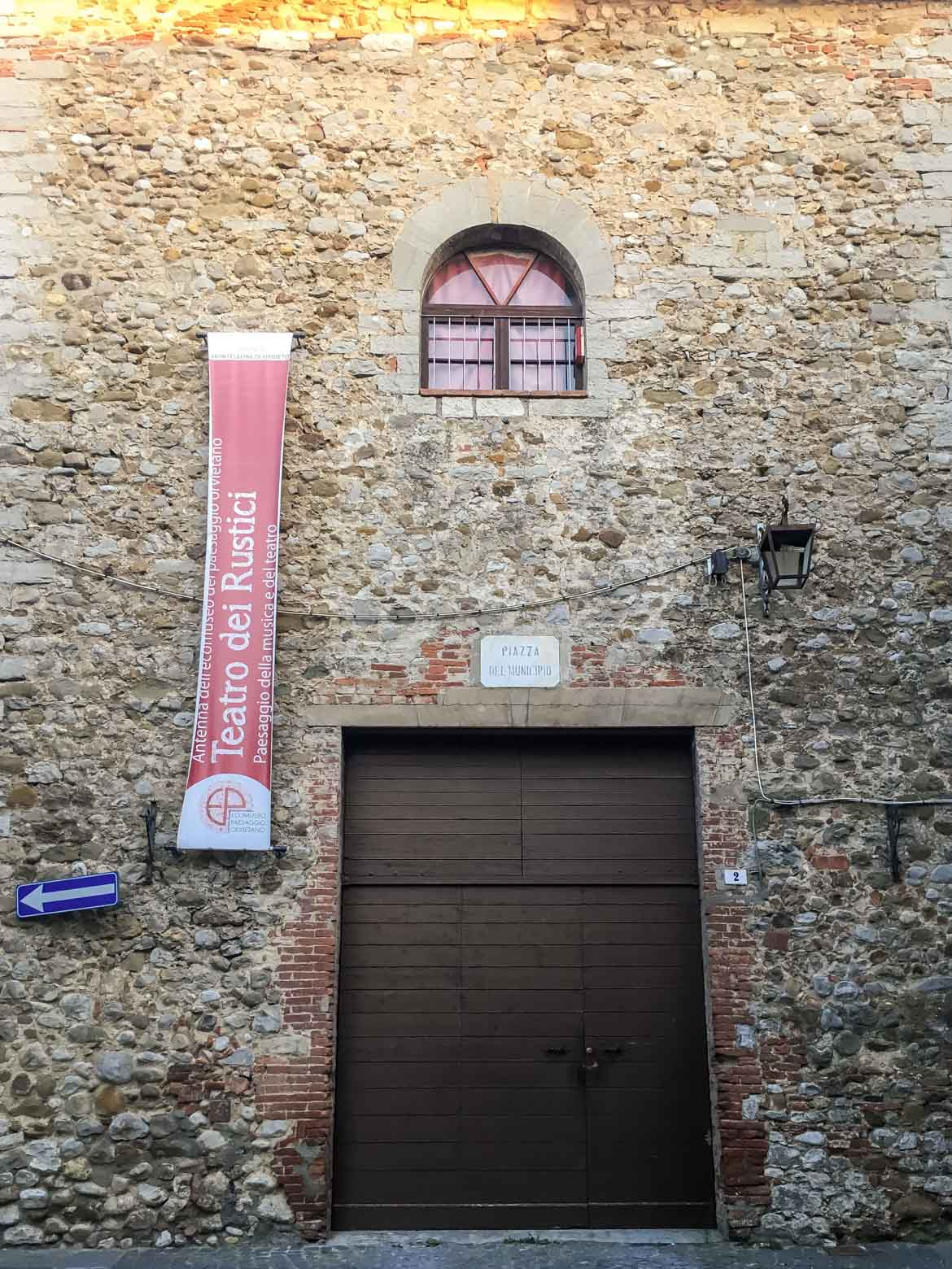 Monteleone d'Orvieto teatro più piccolo del mondo - In viaggio con Monica