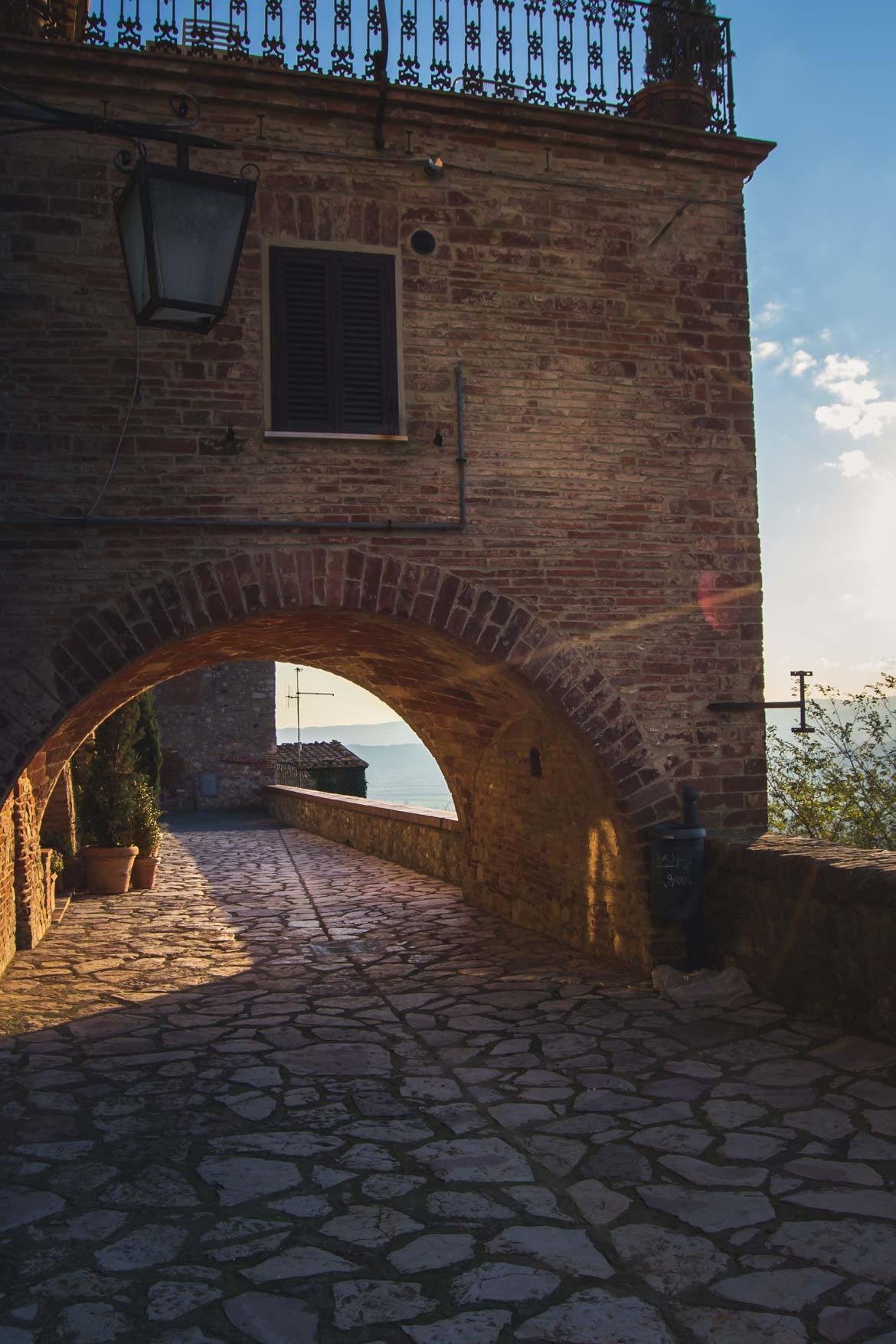 Monteleone d'Orvieto arco di via torta- In viaggio con Monica -