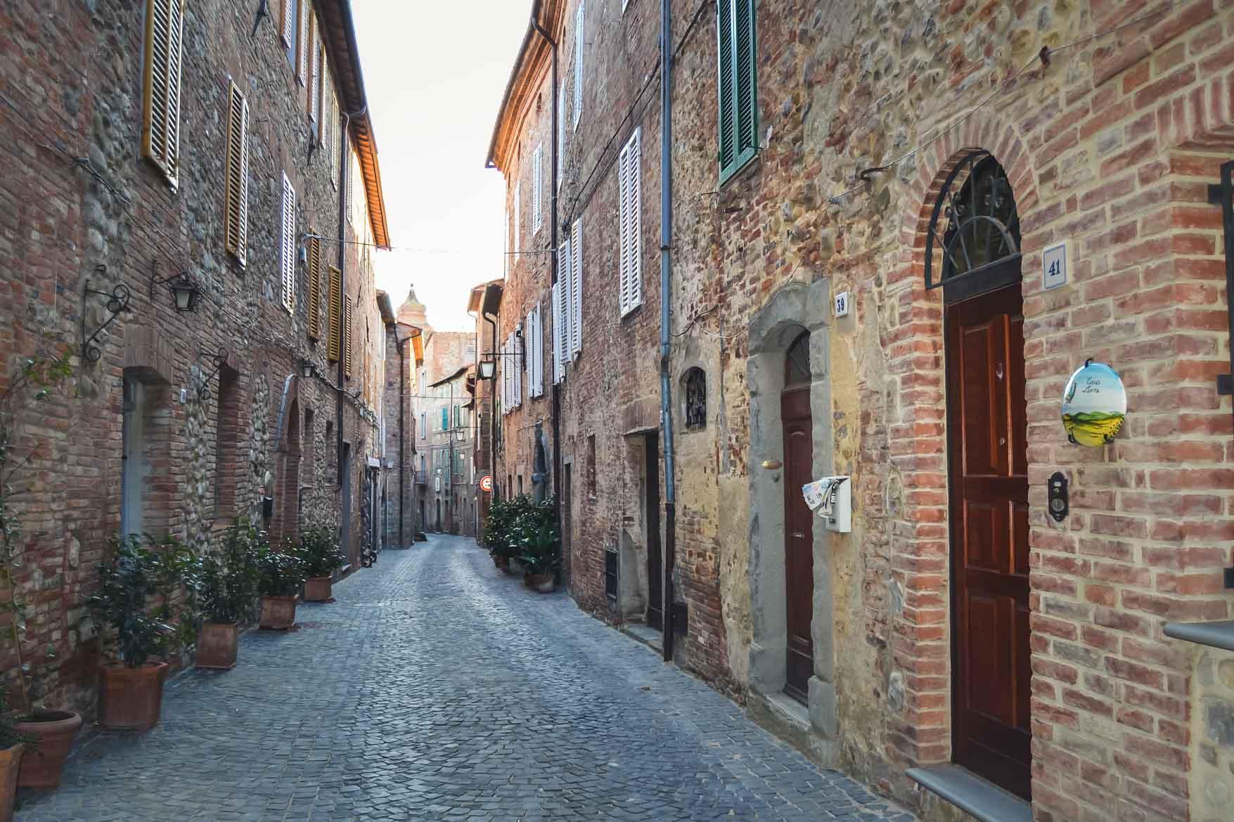 Monteleone Orvieto vicolo - In viaggio con Monica