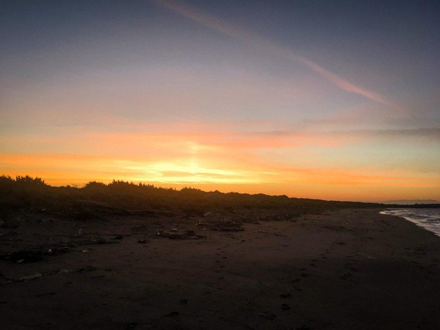 Tramonto sulla spiaggia di marina di Lesina