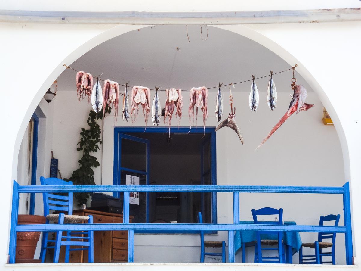 Cena sulla spiaggia ad Aliki Paros Grecia