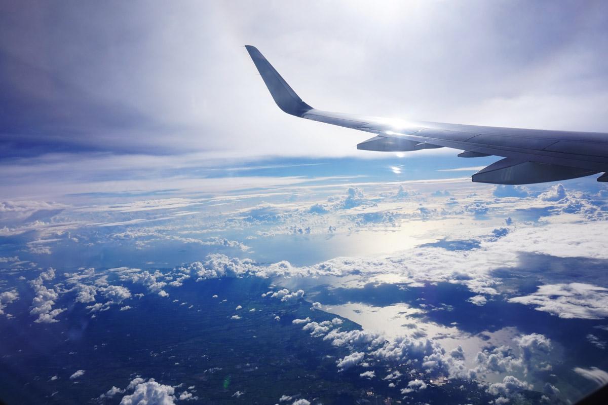 Aereo in volo - nuvole