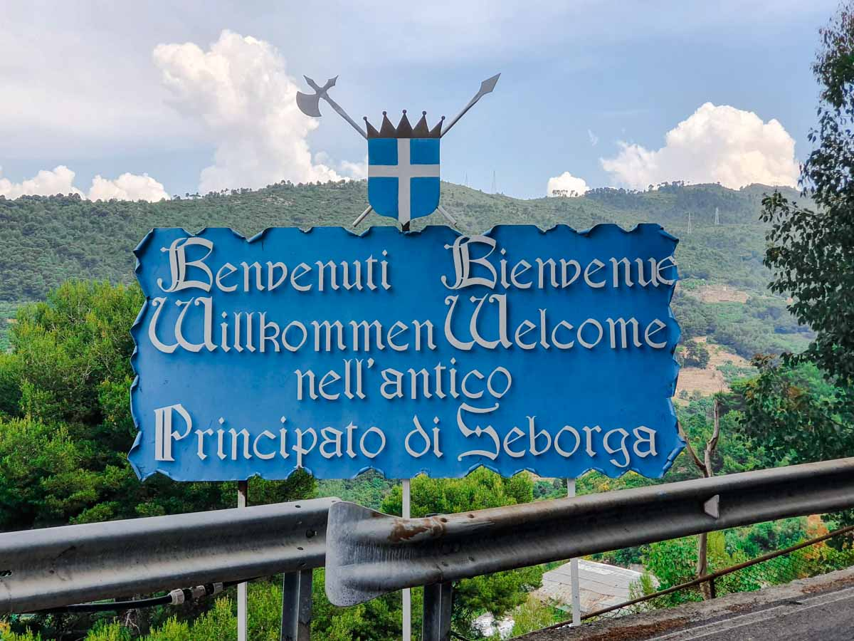Cartello di benvenuto al Principato di Seborga - Liguria