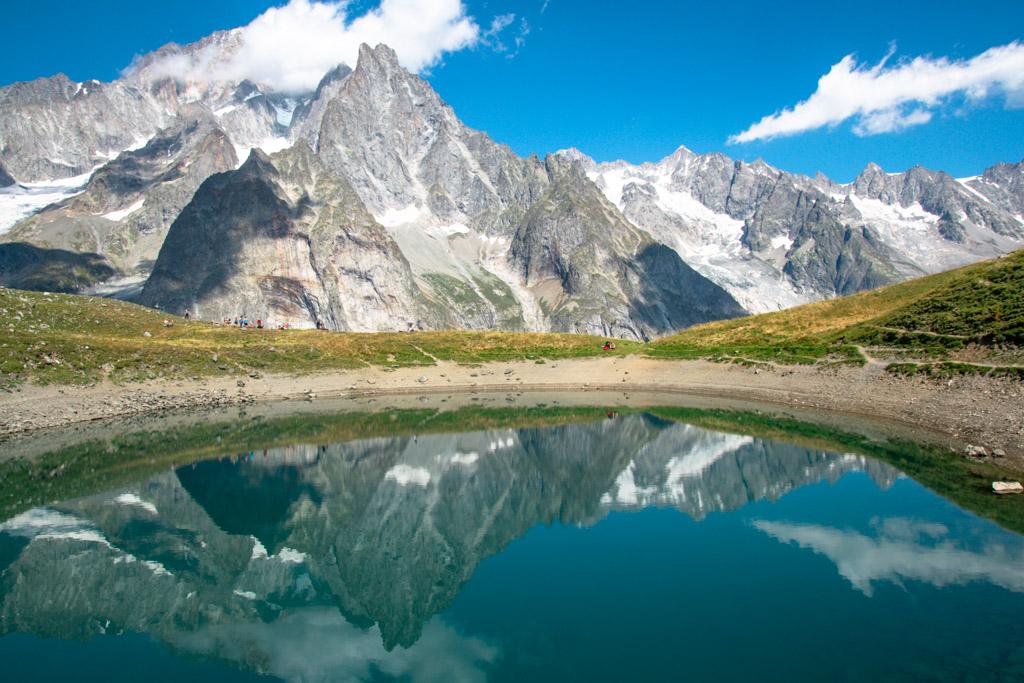 Lago Checrouit con riflesso il Monte Bianco