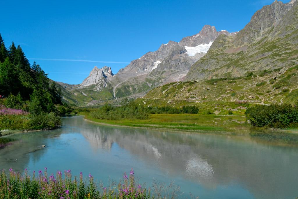Lago Combal - Trekking in Val Veny