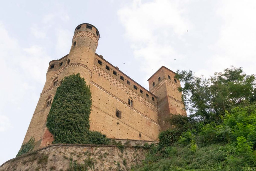 Castello Serralunga d'Alba nelle Langhe