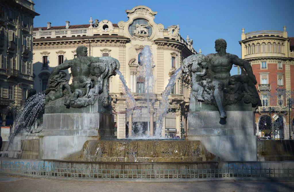 Torino Piazza Solferino Fontana Angelica